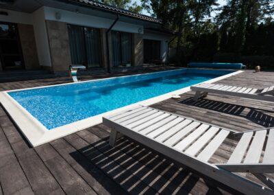 Entreprise Id carrelage aménagement extérieur terrasse et piscine moïsiaque époxy débordement